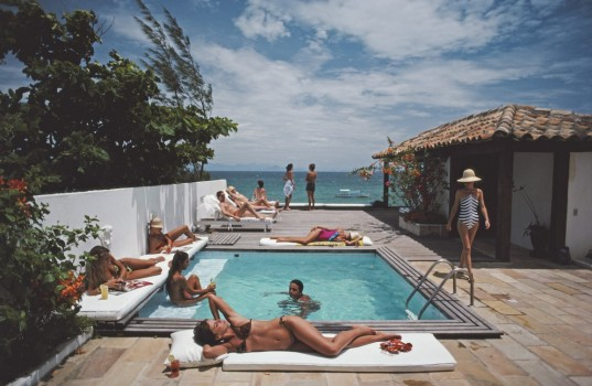 Holidaymakers in Armacao dos Buzios, Brazil, January 1983.  (Photo by Slim Aarons/Getty Images)