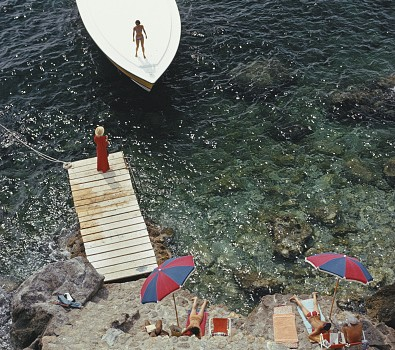 A Magnum motorboat belonging to Count Filippo Theodoli arrives at the private jetty of the Il Pellicano Hotel in Porto Ercole, Italy. August 1973. (Photo by Slim Aarons/Getty Images)